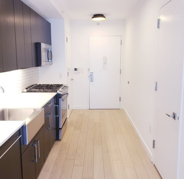 1 Bedroom, Hell's Kitchen Rental in NYC for $3,829 - Photo 2