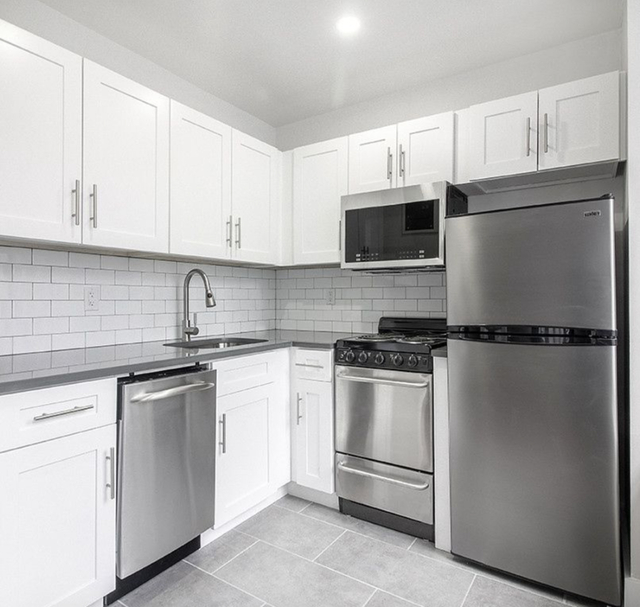 1 Bedroom, Turtle Bay Rental in NYC for $2,982 - Photo 2