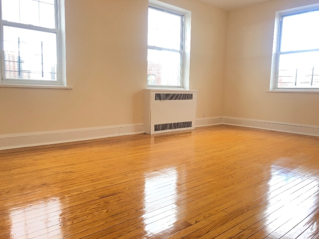 2 Bedrooms, Forest Hills Rental in NYC for $3,100 - Photo 2
