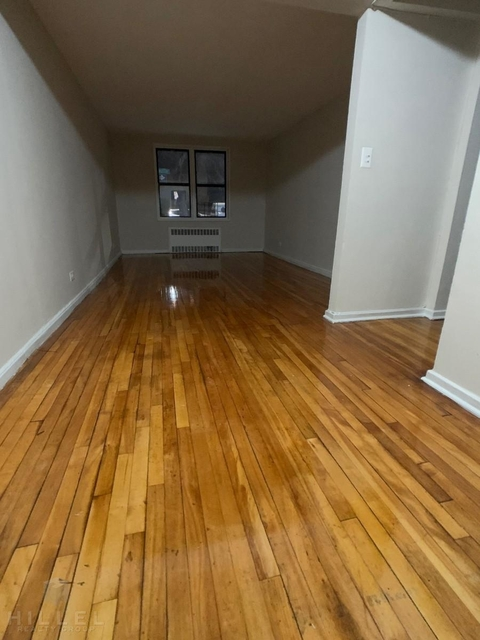 2 Bedrooms, Rego Park Rental in NYC for $2,200 - Photo 2