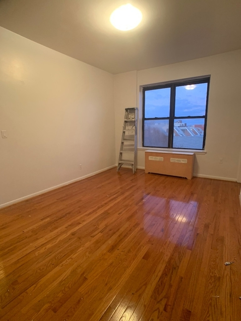 3 Bedrooms, Long Island City Rental in NYC for $2,600 - Photo 1