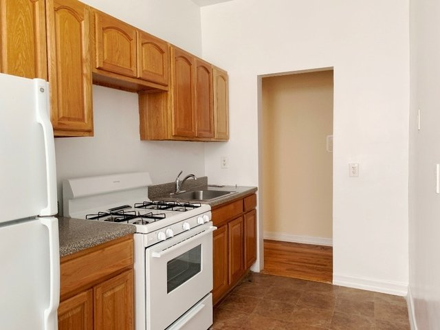 2 Bedrooms, Flatbush Rental in NYC for $2,400 - Photo 2