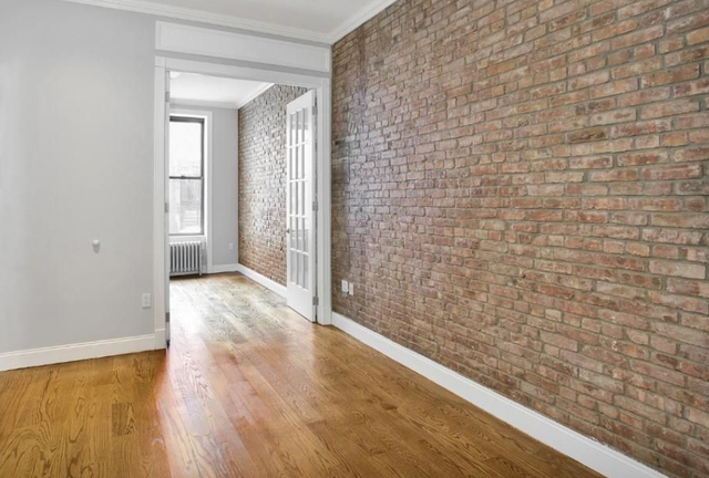 3 Bedrooms, Yorkville Rental in NYC for $5,534 - Photo 1