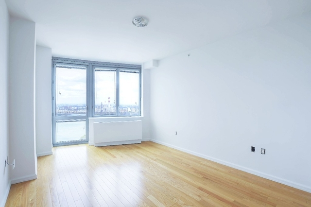 1 Bedroom, Hunters Point Rental in NYC for $2,937 - Photo 2