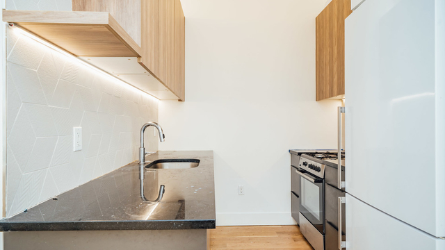 2 Bedrooms, Greenpoint Rental in NYC for $3,300 - Photo 2
