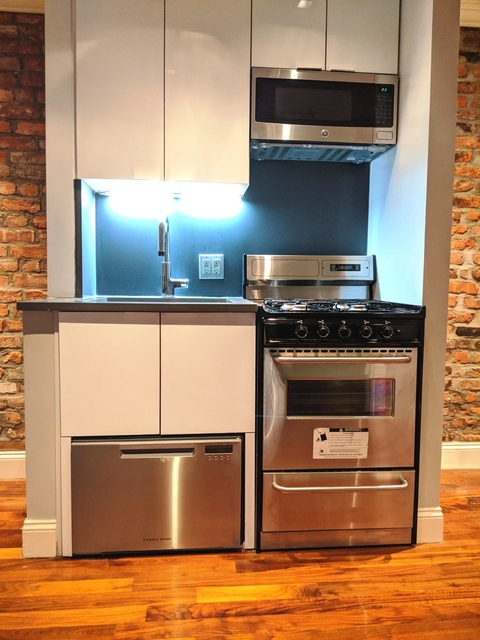 2 Bedrooms, Little Italy Rental in NYC for $3,932 - Photo 2