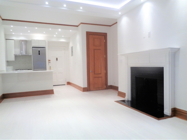 1 Bedroom, Theater District Rental in NYC for $3,625 - Photo 2