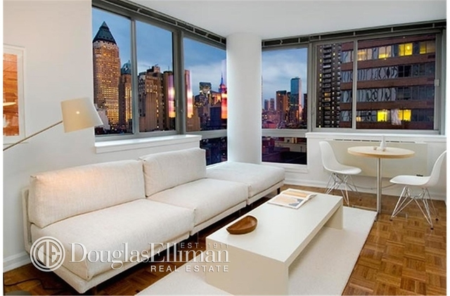2 Bedrooms, Hell's Kitchen Rental in NYC for $6,541 - Photo 2