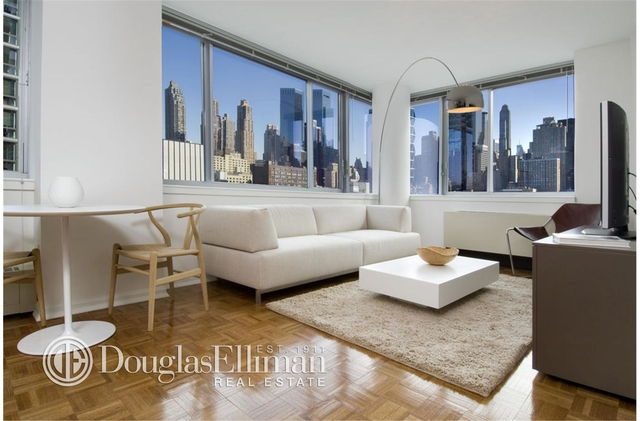 2 Bedrooms, Hell's Kitchen Rental in NYC for $6,541 - Photo 1