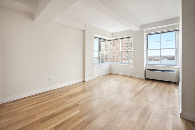 1 Bedroom, Hudson Square Rental in NYC for $4,000 - Photo 2