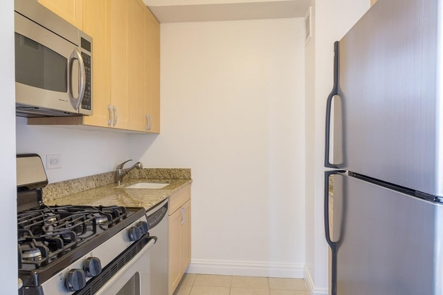 Studio, Theater District Rental in NYC for $2,910 - Photo 2