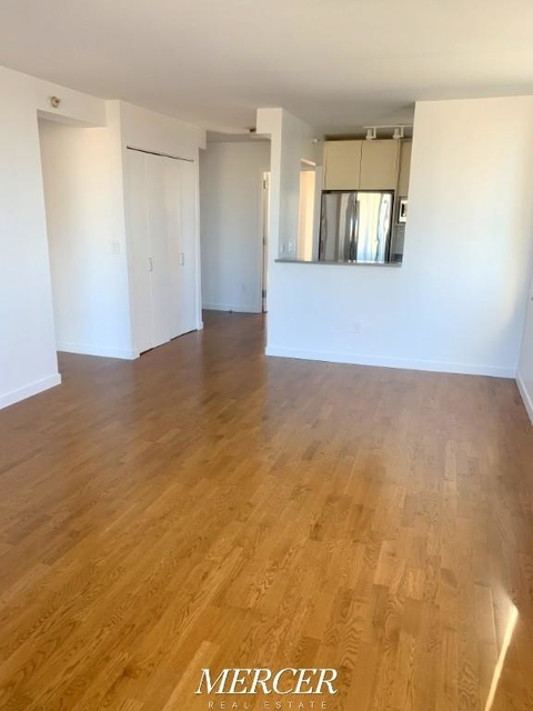 1 Bedroom, Hell's Kitchen Rental in NYC for $3,257 - Photo 2