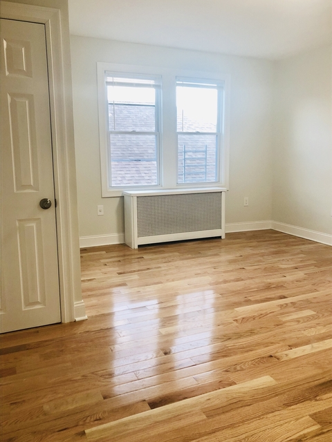 2 Bedrooms, Jackson Heights Rental in NYC for $2,700 - Photo 2