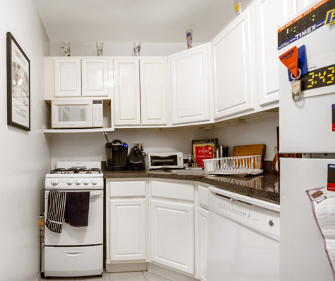 1 Bedroom, Yorkville Rental in NYC for $2,985 - Photo 2
