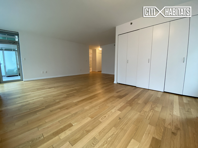 2 Bedrooms, Financial District Rental in NYC for $5,148 - Photo 2