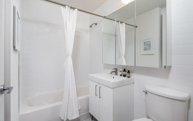 2 Bedrooms, Financial District Rental in NYC for $4,445 - Photo 2