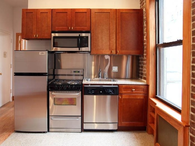 3 Bedrooms, Sutton Place Rental in NYC for $4,800 - Photo 1