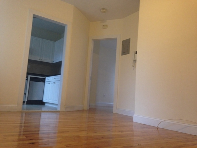 2 Bedrooms, Hell's Kitchen Rental in NYC for $2,445 - Photo 2