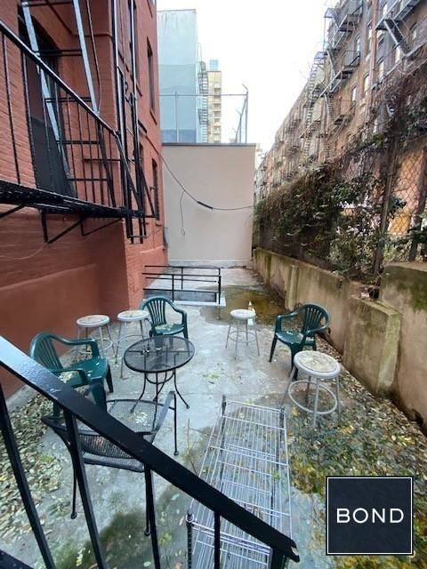 3 Bedrooms, Yorkville Rental in NYC for $4,175 - Photo 2