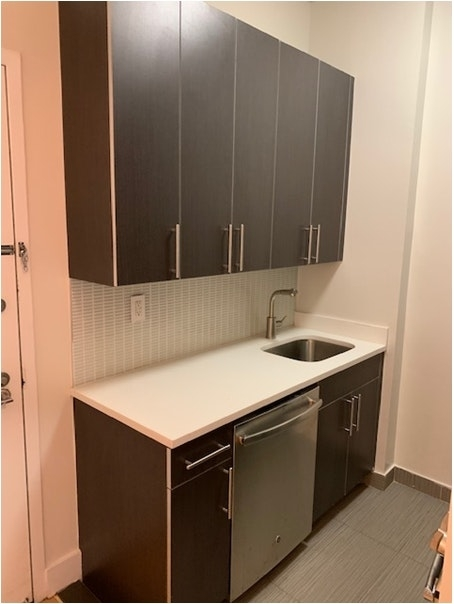 Studio, Hell's Kitchen Rental in NYC for $4,038 - Photo 2