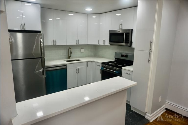 3 Bedrooms, Middle Village Rental in NYC for $2,600 - Photo 2