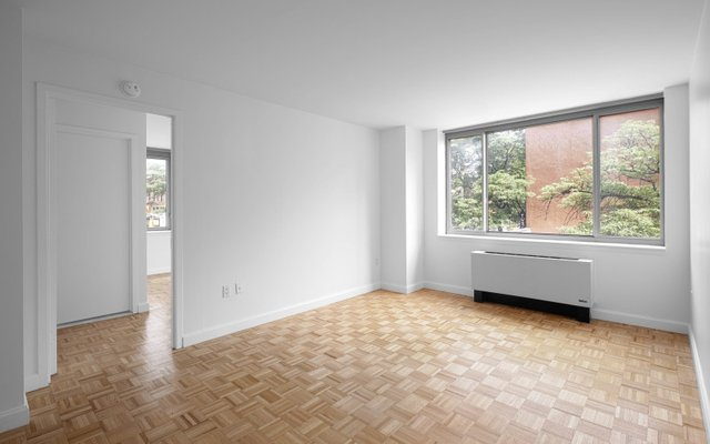 2 Bedrooms, Hell's Kitchen Rental in NYC for $4,750 - Photo 2