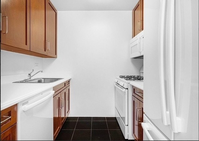3 Bedrooms, Upper East Side Rental in NYC for $5,850 - Photo 2