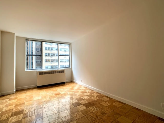 1 Bedroom, Turtle Bay Rental in NYC for $3,295 - Photo 2