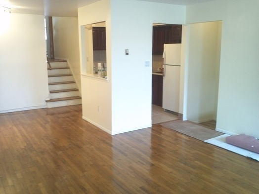 3 Bedrooms, Gravesend Rental in NYC for $2,100 - Photo 2