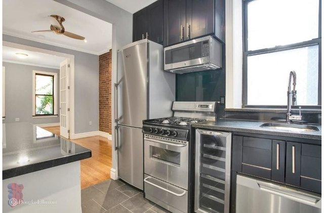 1 Bedroom, Hell's Kitchen Rental in NYC for $3,295 - Photo 2