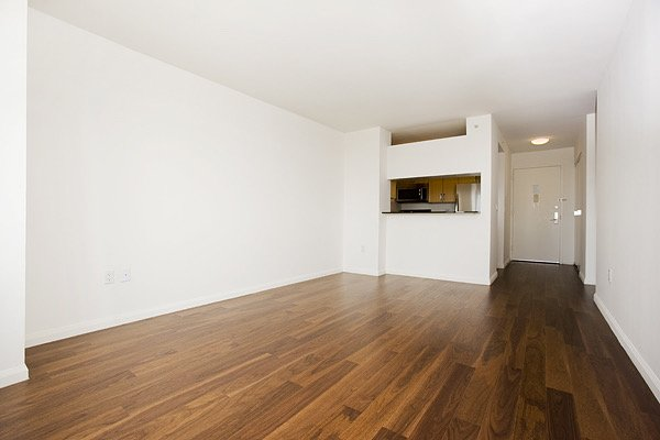 1 Bedroom, Hell's Kitchen Rental in NYC for $3,369 - Photo 2