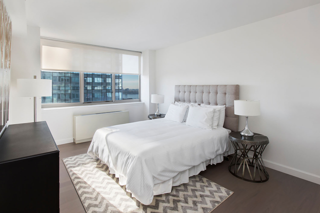 2 Bedrooms, Hell's Kitchen Rental in NYC for $5,591 - Photo 2