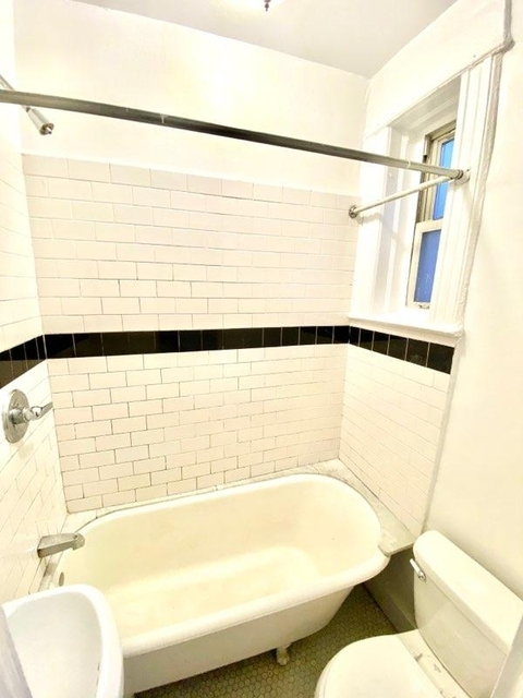 1 Bedroom, Ditmars Rental in NYC for $1,800 - Photo 2