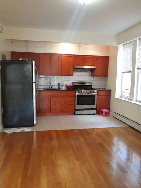2 Bedrooms, Gravesend Rental in NYC for $1,650 - Photo 1