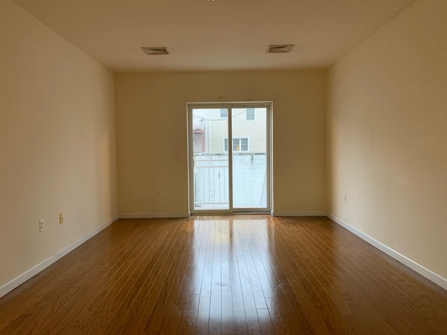 3 Bedrooms, Throgs Neck Rental in NYC for $2,500 - Photo 1