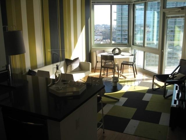 3 Bedrooms, Hunters Point Rental in NYC for $5,954 - Photo 2