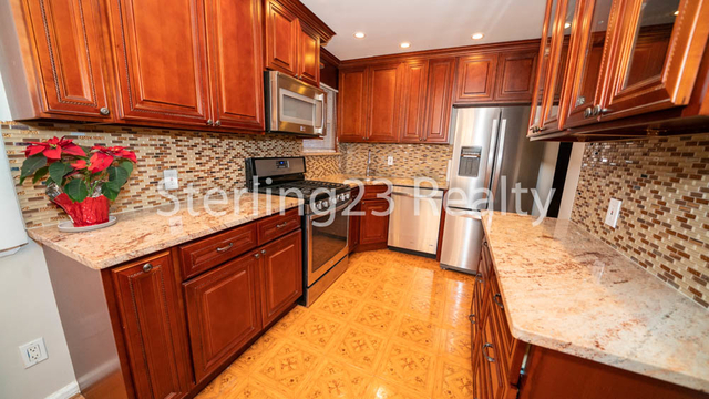 2 Bedrooms, Steinway Rental in NYC for $2,600 - Photo 1