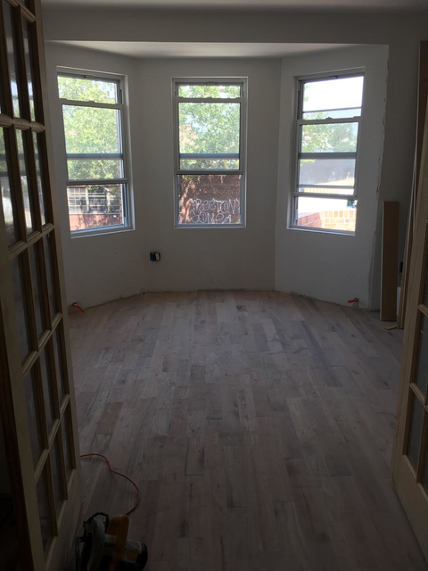 3 Bedrooms, Maspeth Rental in NYC for $2,499 - Photo 2