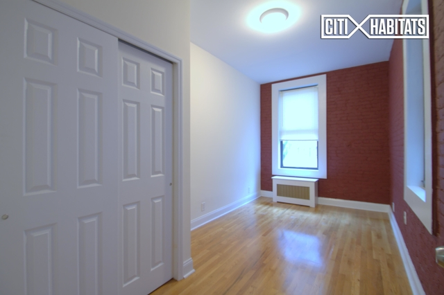 3 Bedrooms, Hell's Kitchen Rental in NYC for $4,006 - Photo 2