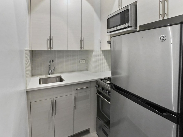 1 Bedroom, Murray Hill Rental in NYC for $2,492 - Photo 2