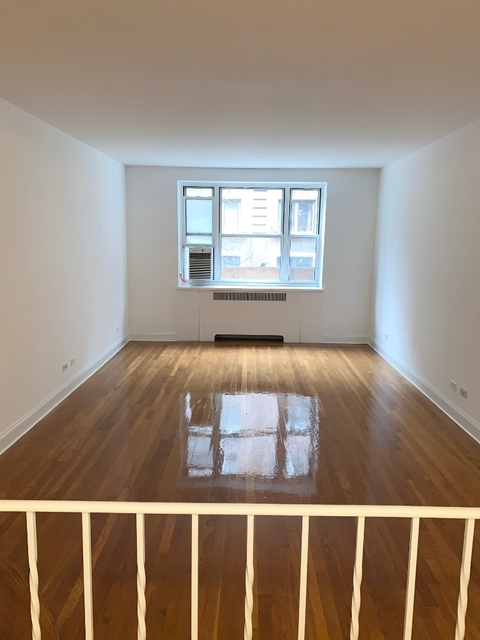1 Bedroom, Hell's Kitchen Rental in NYC for $3,499 - Photo 2