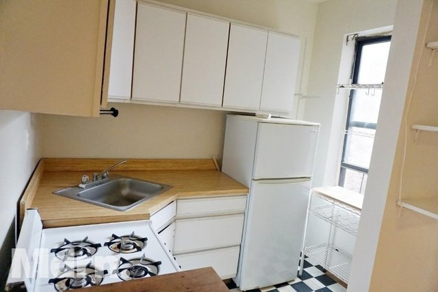 3 Bedrooms, Gramercy Park Rental in NYC for $4,195 - Photo 2