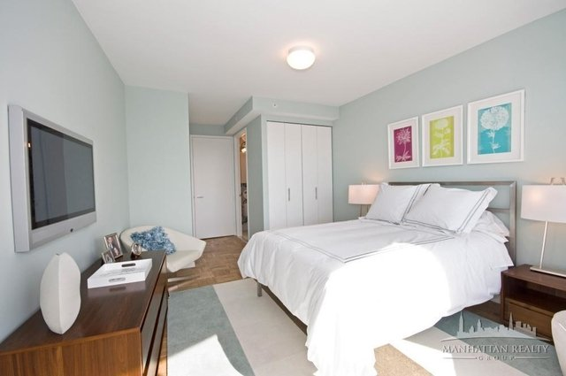 3 Bedrooms, Hell's Kitchen Rental in NYC for $6,150 - Photo 2