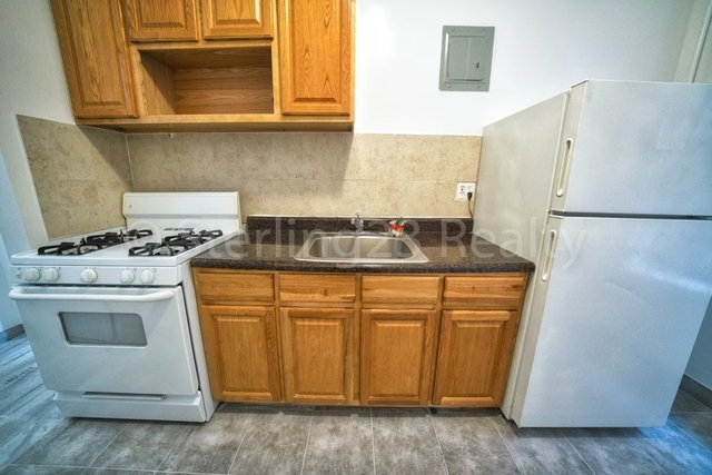 2 Bedrooms, Jackson Heights Rental in NYC for $2,000 - Photo 2