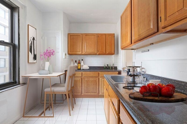2 Bedrooms, Washington Heights Rental in NYC for $3,200 - Photo 2