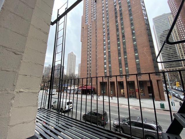 1 Bedroom, Yorkville Rental in NYC for $2,436 - Photo 2