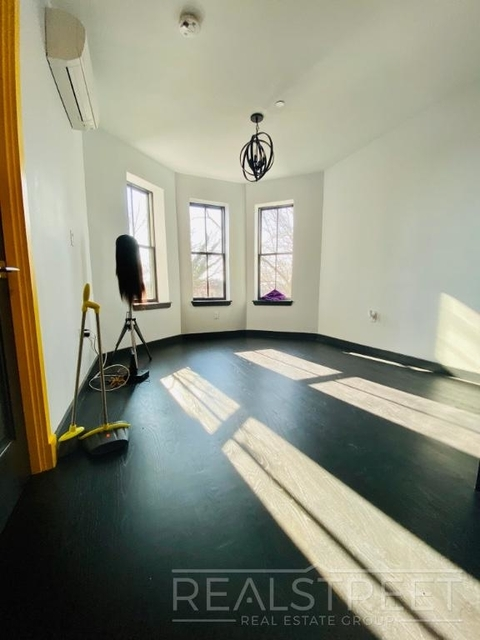 Room, Weeksville Rental in NYC for $1,100 - Photo 2