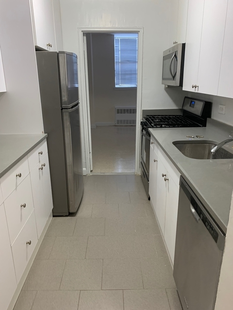 3 Bedrooms, Flushing Rental in NYC for $2,520 - Photo 1