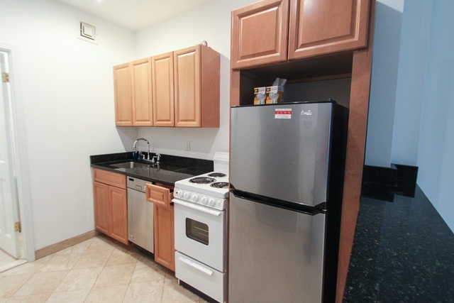 Studio, Hell's Kitchen Rental in NYC for $1,945 - Photo 2