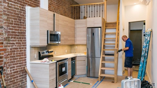 Loft, Greenpoint Rental in NYC for $2,600 - Photo 2